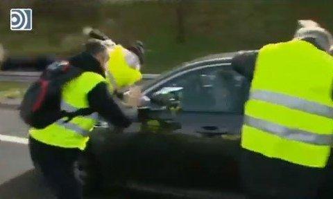 """Titular: """"VTC atropella a un taxista"""""""