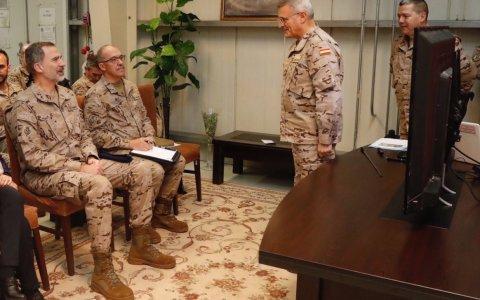El Rey visita por sorpresa a las tropas españolas en Irak