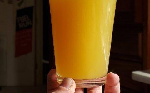 ¿Cuál es la peor forma de sujetar una bebida?