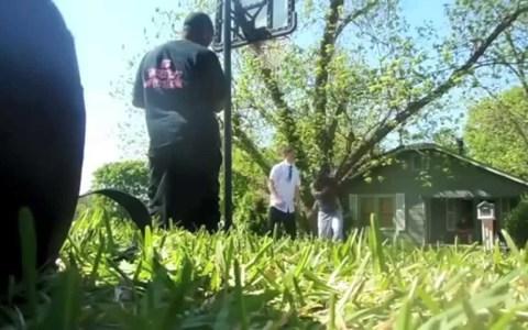 Dos blanquitos mormones se cuelan 'in da hood' y aceptan un 2 vs 2