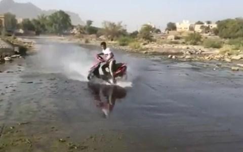 Cuando tu sueño es hacer drifting pero solo te llegaba para una scooter