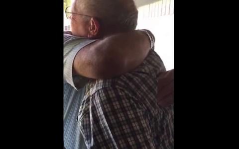 Dos amigos. Veteranos de guerra. 58 años sin verse.