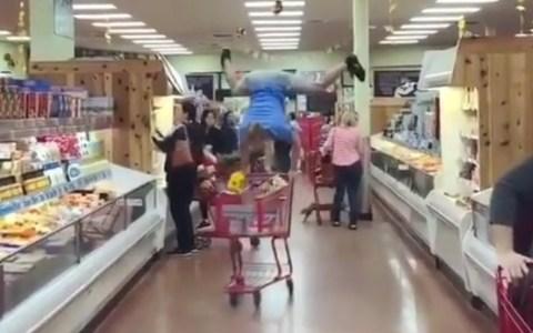 Cuando tienes que hacer la compra pero el suelo es lava