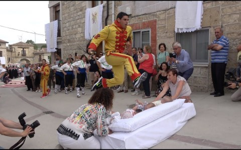 """Men JUMP over babies in dangerous Spanish festival"""