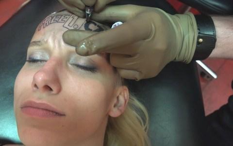 Se tatua el logo de una web por 4000 euros