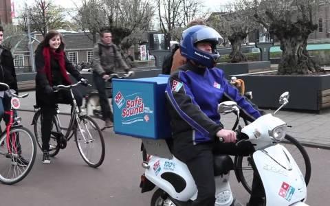 "Cuando Domino's Pizza sacó a pasear un prototipo de moto eléctrica con ""safe sound"" para evitar atropellos"
