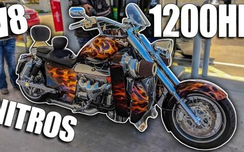 Ir a meter gasolina con tu moto y encontrarte a un tío repostando su custom V8 (LS7) con doble compresor, 1200cv, y nitro