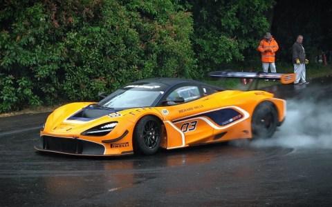 Los coches más espectaculares del mundo haciendo donuts en GoodWood