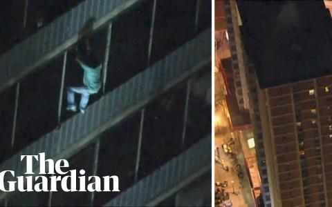 Un tío desciende 19 pisos por la fachada de una torre de Filadelfia para escapar de las llamas