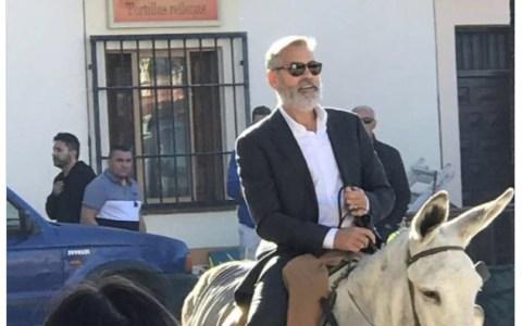 George Clooney paseándose en burro por Navalcarnero. Tu argumento es inválido.