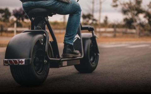 Condenado a pagar una multa de 1.400 euros por circular con un patinete sin carné