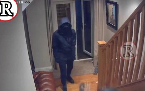 Un hombre da una paliza a cuatro ladrones que entran a robar a su casa