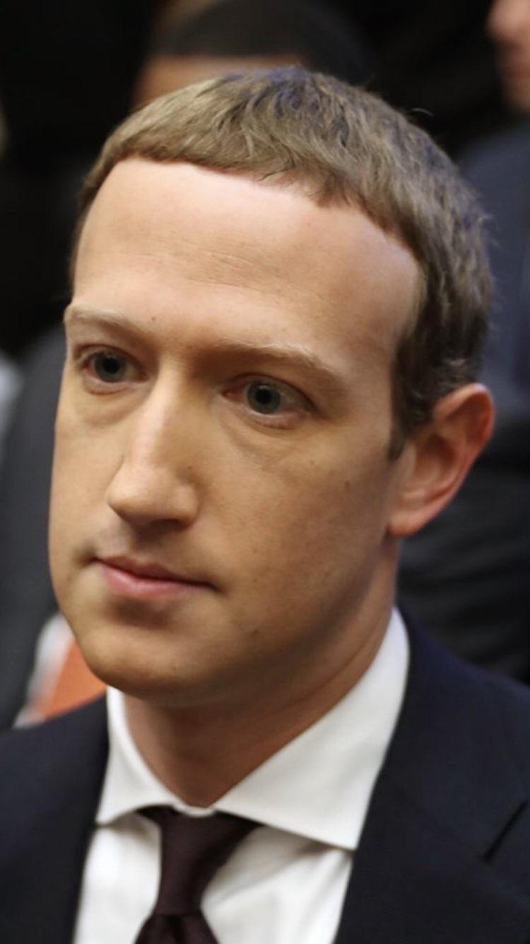 ¿Cómo es posible que el modelo de cera Madame Tussauds de Mark Zuckerberg se parezca mucho más a una persona real que Mark Zuckerberg?
