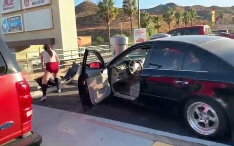 Una mujer intenta darse a la fuga tras provocar un incidente con su coche
