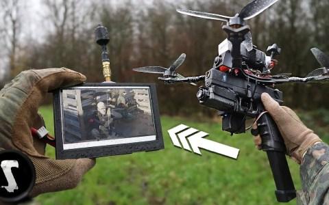 Atándole una pistola de airsoft a un drone