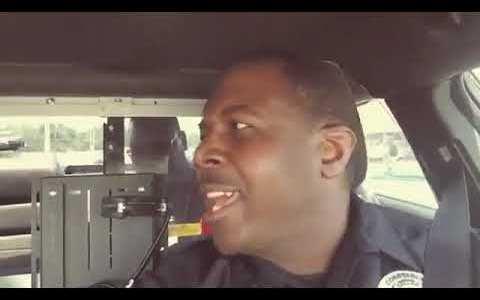 ¿Por qué estás feliz si te estamos llevando a la cárcel?