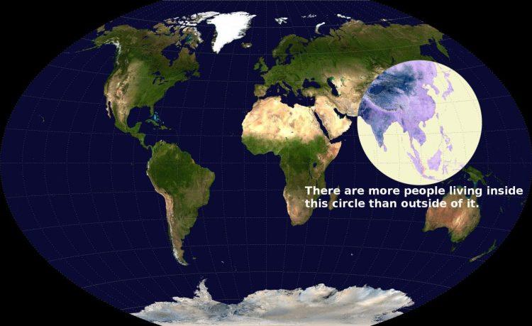 Hay más gente dentro de ese círculo, que fuera de ese círculo