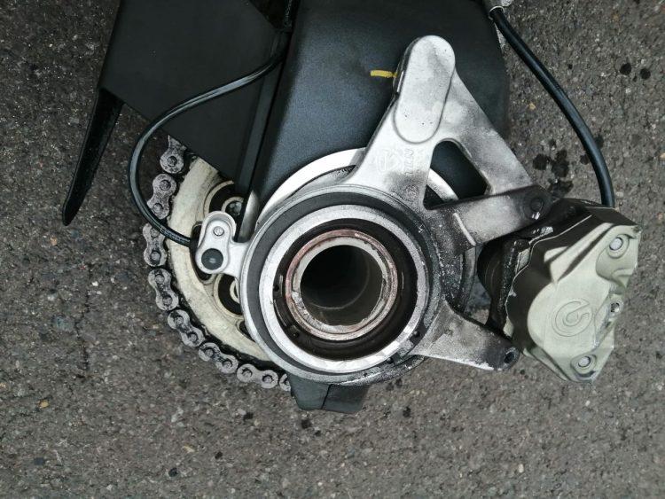Imagina que vas en tu Ducati V4 y la rueda trasera decide declarar la indapandansia