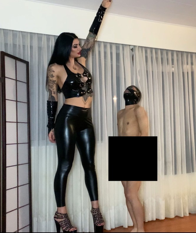 Se hace llamar Mistress Damazonia y es lo más parecido a una Amazona que vas a ver en tu vida