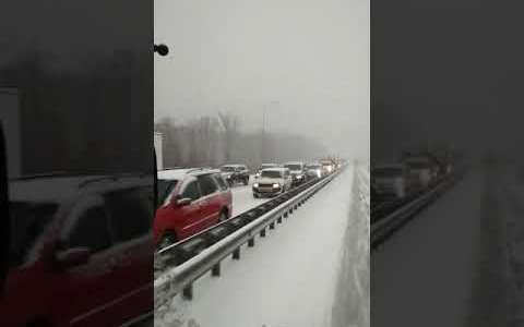 Caos en el tráfico Ruso por una tormenta de nieve: en un día ha caído la cantidad que suele caer en un mes