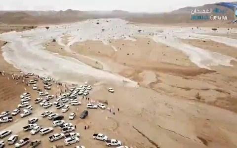 Crecida repentina de un río durante una concentración 4x4 en Arabia Saudí: TOCA SALIR POR PATAS