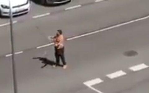 Detenido un loco con dos katanas en Moratalaz