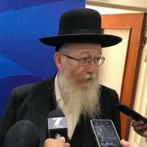 El Ministro de Salud ultraortodoxo Israelí, Yaakov Lizman, quien hace semanas declaró que el virus era un 'castigo divino a la homosexualidad', ha dado positivo junto a su esposa.