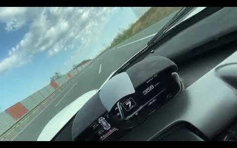 La cuarentena es un buen momento para ir a currar en tu LaFerrari, y ponerlo a 370km/h por la autobahn