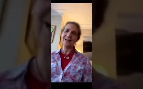 "La Infanta Elena interpreta ""Resistiré"""