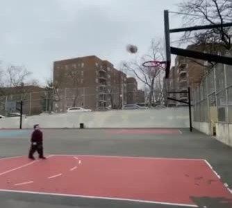 """""""La gente piensa que no puedo jugar al basket porque soy enano"""""""