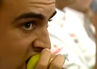 Cuando Fernando Alonso se comía una manzana para...vengarse de Ron Dennis