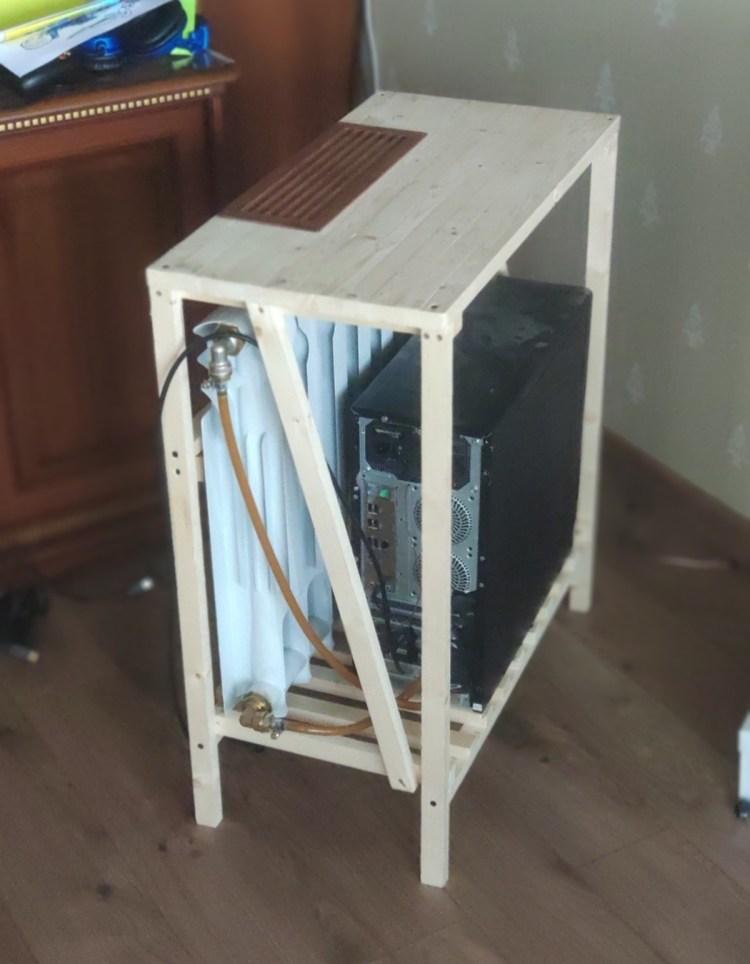 Matando dos pájaros de un tiro: refrigeras el ordenador, y calientas la habitación