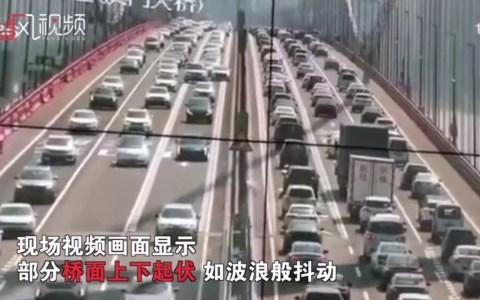 El puente que atraviesa el río Pearl (China) no para de balancearse