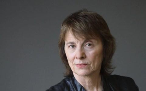 """Camille Paglia: """"Si la civilización hubiera quedado en manos de mujeres, seguiríamos viviendo en chozas"""""""