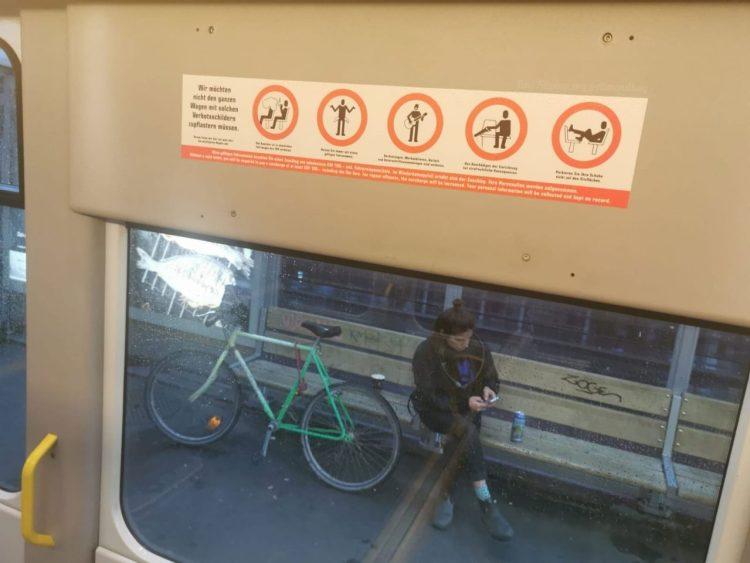Mientras tanto, en Zürich (Suiza)... Prohibido cortar asientos con una sierra, y prohibido ser pobre.
