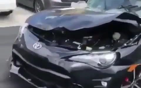 Cuando Chuck Norris sale del coche dando un portazo
