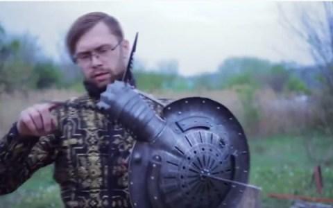 """""""Este escudo tiene muchas formas de pincharte. Uno, dos, y..."""""""