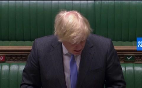 """Boris Johnson anuncia que Inglaterra reabrirá en Julio los Pubs y se escucha un sentido """"aleluya"""" en la cámara"""