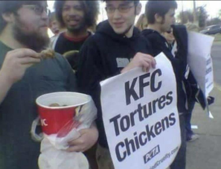 Hay gente que solo quiere ver a los pollos arder
