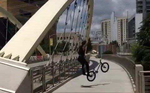 Hinchar las ruedas con helio resultó ser una mala idea...