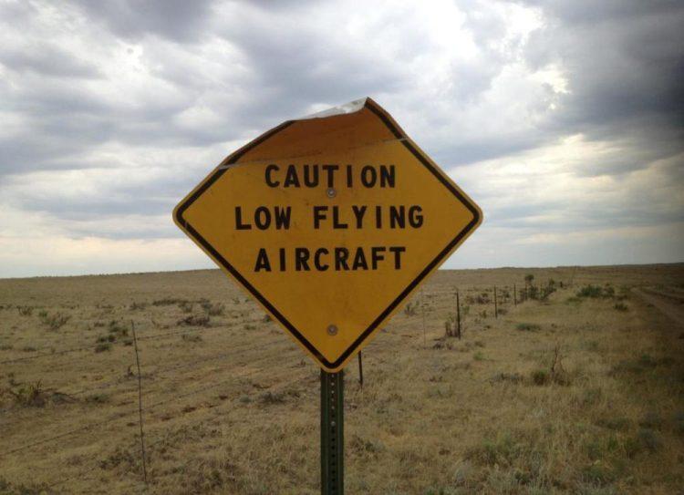 """""""Peligro, aviones volando bajo"""""""