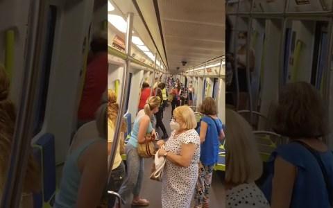 Detención en el metro de Valencia de una persona que se negaba a ponerse bien la mascarilla