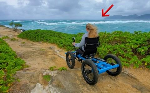 El creador de la silla de ruedas off-road a partir de dos bicis eléctricas, ha mejorado el diseño y la está vendiendo por todo el mundo