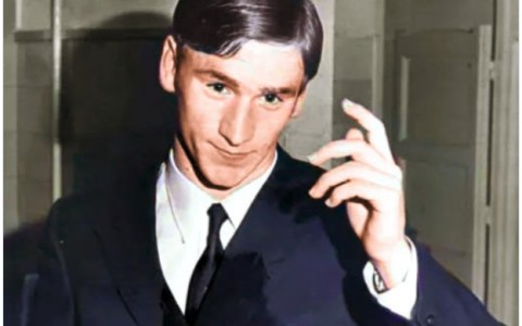 Que me aspen si Javier Clemente de joven no parece una mezcla de Leo Messi y Joseph Gordon-Levitt en los Peaky Blinders.