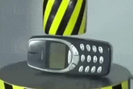 Esto es lo que pasa cuando pruebas la dureza de un Nokia en la prensa hidráulica