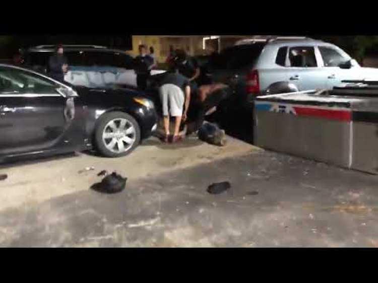 Un hombre fuertemente armado que defendía negocios de la zona para que no fueran vandalizados dispara a un manifestante en la cabeza y a otro en el brazo al ser atacado durante las protestas de Black Lives Matter