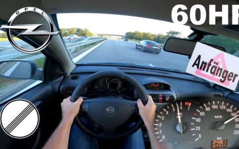Opel corsa de 60cv a fondo en una autobahn