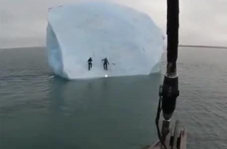 """Vamos a escalar el iceberg, no pesamos tanto como para que vuelque..."""