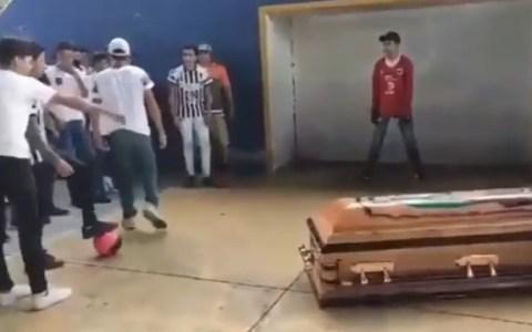 Así despidieron a un chaval de 16 años que amochó, y cuya pasión era el fútbol