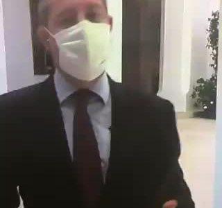 """Decidme que el presidente de Castilla la Mancha no ha usado """"soy Géminis"""" para excusar su actitud ante la pandemia"""